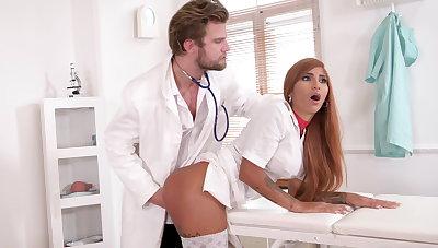 Kinky medic makes nurse squirt
