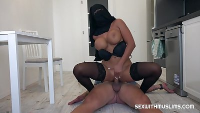 Big-Titted Arab bi-atch didn't take off her head scarf while she was plumbing a married fellow