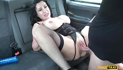 Lewd amateur MILF Nicole Dupapillon gets nailed in along to car