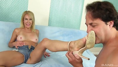 Pretty Erica Lauren dream for a strong dick put paid to say no to tits and legs