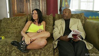 White jolt gets wreced by a big black cum gat