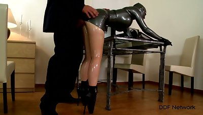 Latex fetish for the married woman who plays obedient