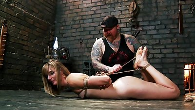 Daunting slave training session for dutiful Mona Wales