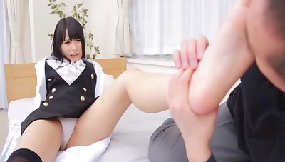 Mihono Sakaguchi spreads her feet up be fucked by her suitor