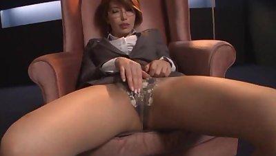 Amateur video of Asian cutie Kimijima Mio getting pleasured