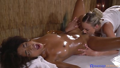 Luna Corazon gets her frowning pussy licked and fingered by a blonde main